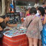 016 Perlenverkauf auf der Plaza