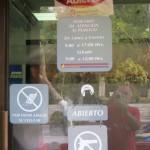 Antigua - Eingang zu den Schaltern einer Bank