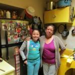 Paty und Yosy in der Küche