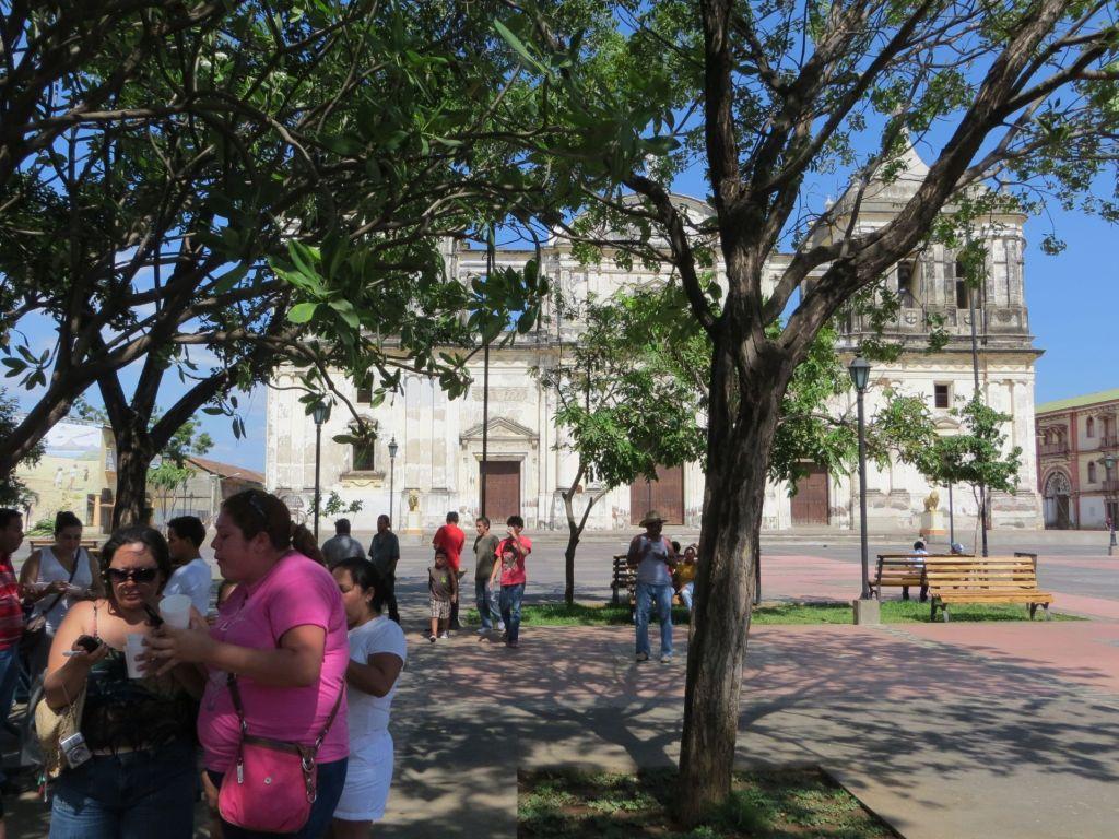 035-01 Leon - Parque Central und Kathedrale