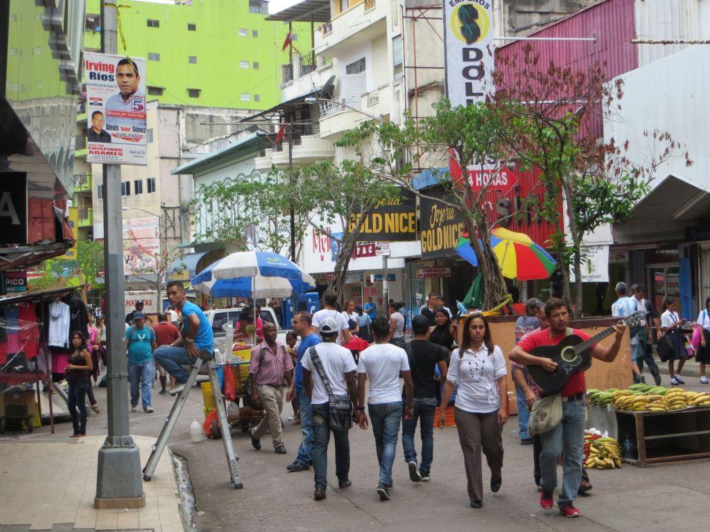037-01 Bummeln und Shoppen in der Avenida Central