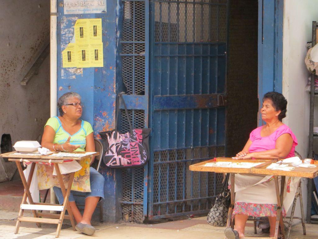 037-02 Lotterie-Verkäuferinnen