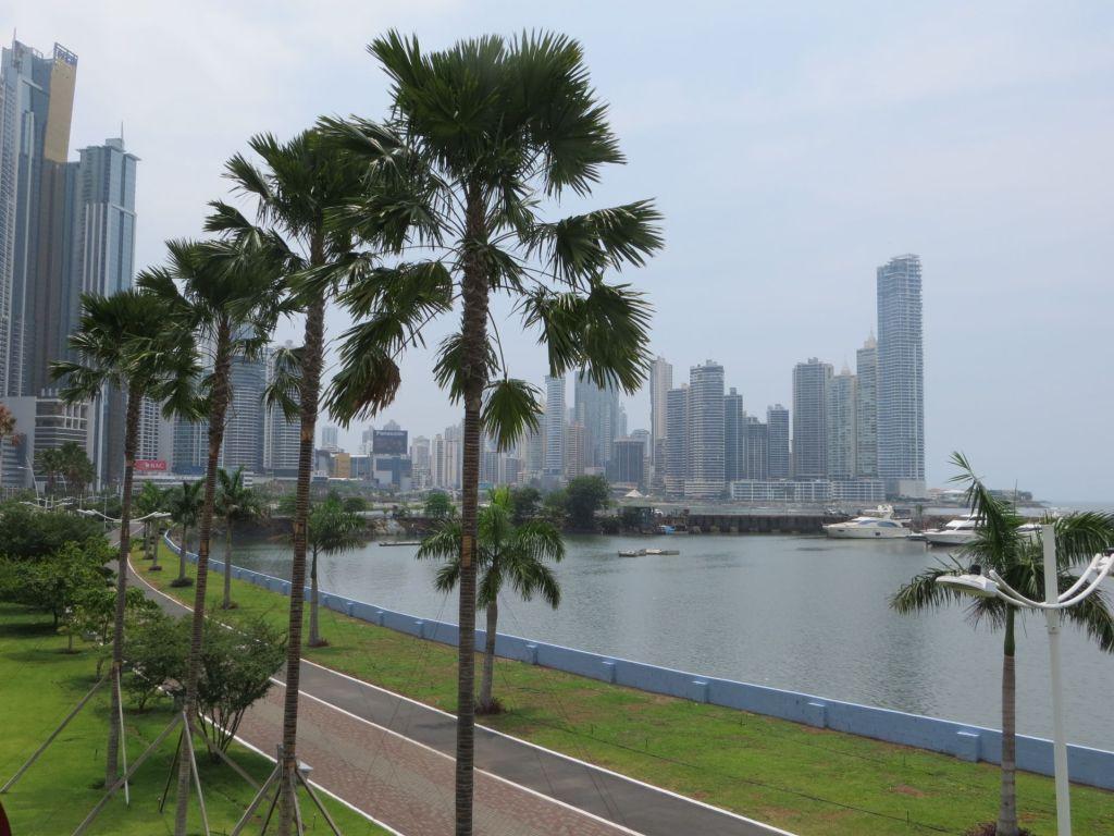 037-08 Blick auf das moderne Panama
