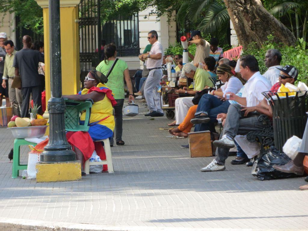 038-03 Cartagena - Buntges Treiben auf der Plaza