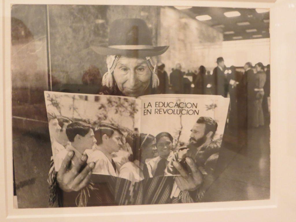 038-35 Bogota - Bildung in der Revolution in einer Fotoausstellung