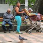 Medellin -Tinto- (Kaffee)-Verkäuferin auf der Plaza Bolivar