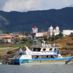 Vom Boot aus ein Blick auf das Städtchen  Guatape