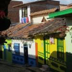Guatape ist für die kunstvollen Wandfriese an den Häusern berühmt