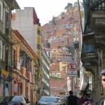 La Paz liegt in einem Kessel und zieht sich über 700 m an den Abhängen hinauf