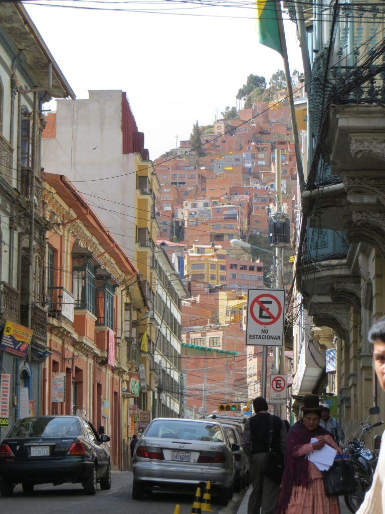 039-07 La Paz liegt in einem Kessel und zieht sich über 700 m an den Abhängen hinauf