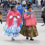 Frauen in traditioneller Kleidung - von vorn
