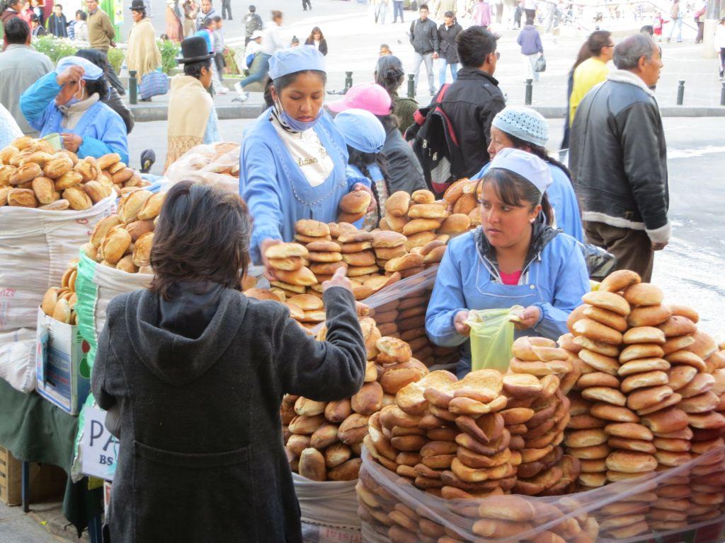 039-13 La Paz - Brot im Straßenverkauf