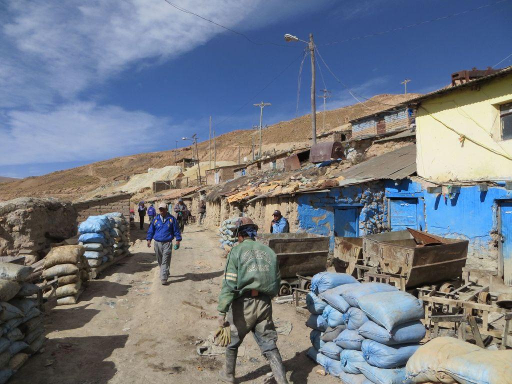 039-46 Am Eingang der Silbermine von Potosi