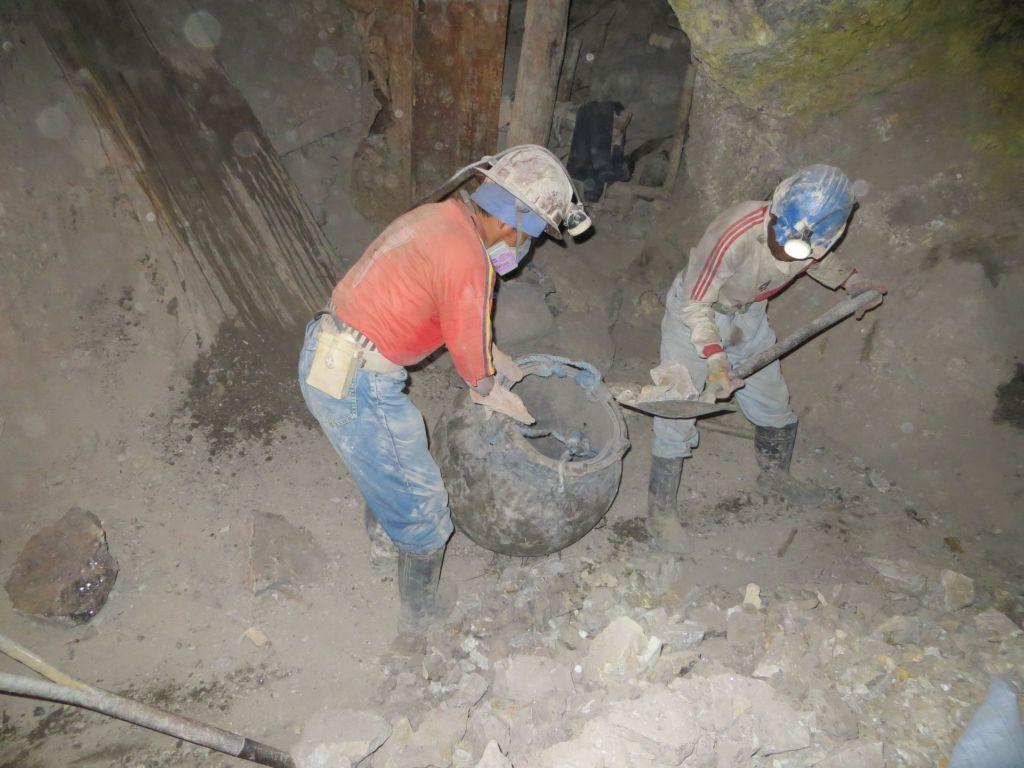 039-48 Abtransport des Silber-Erzes