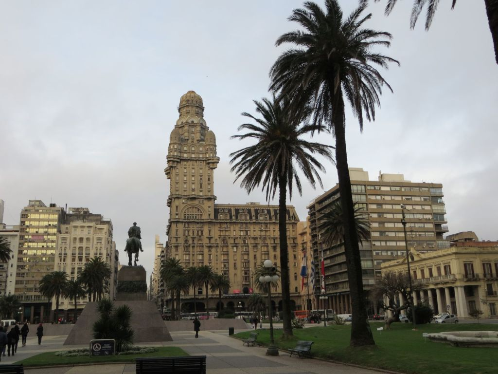 043-01 Montevideo - Plaza Independencia