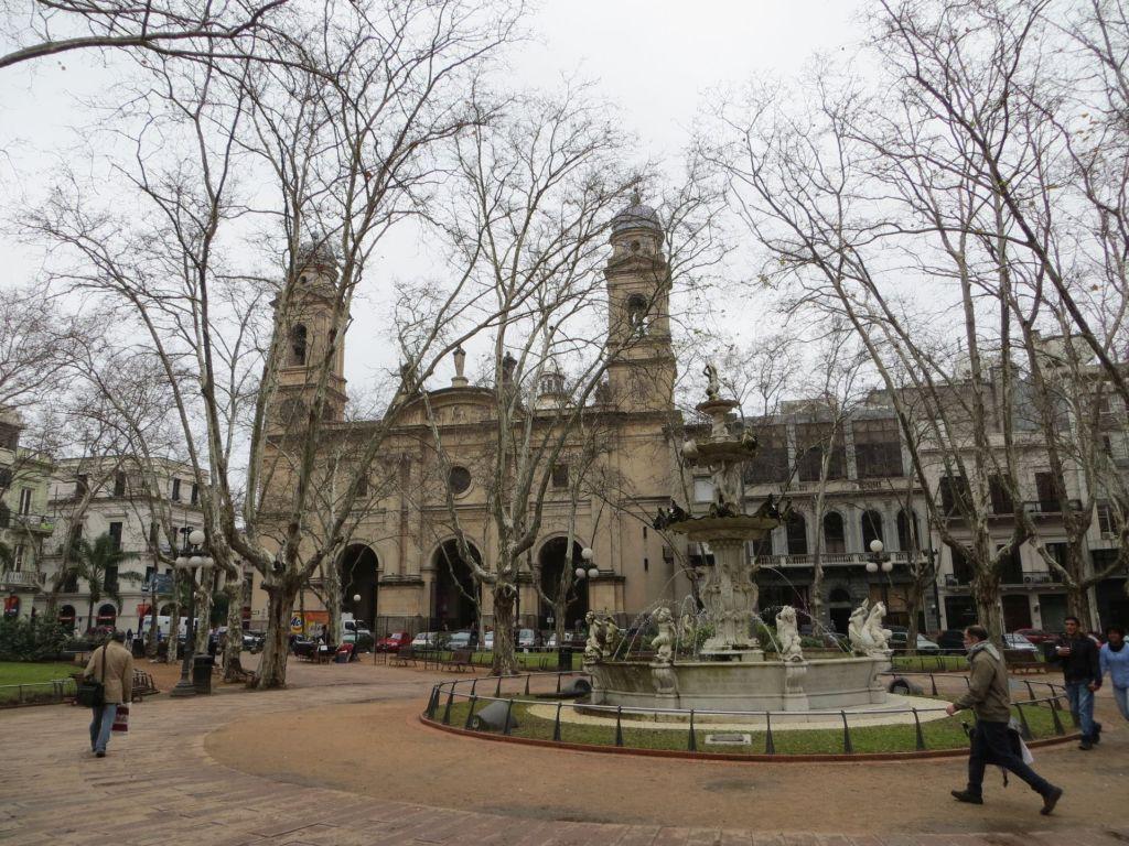 043-06 Montevideo - Plaza Constitution